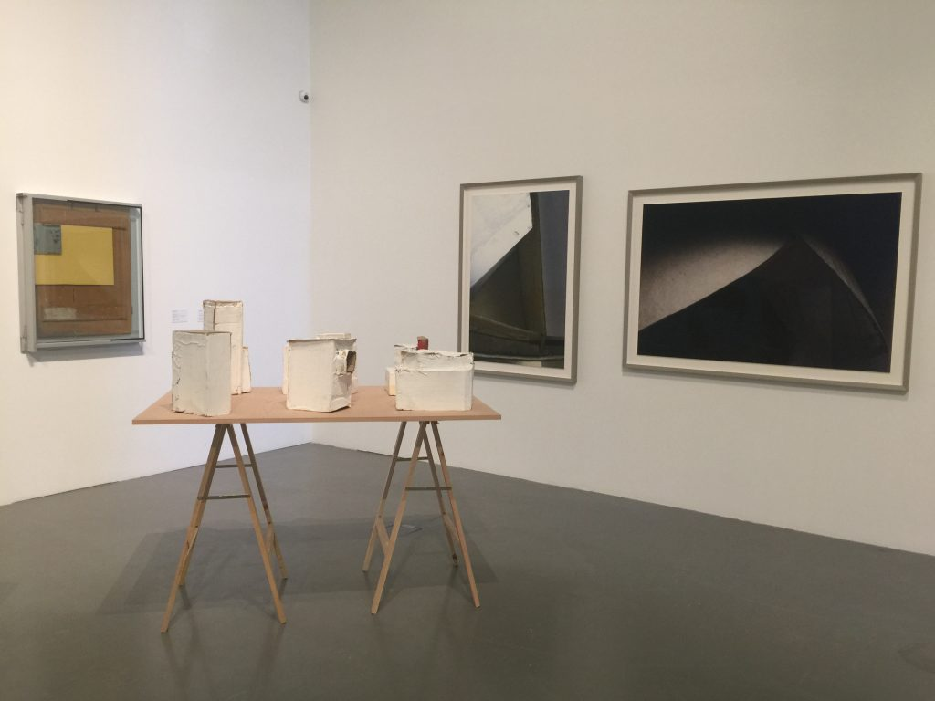 Dimensões variáveis - exhibition view (details) with works by Pedro Cabrita Reis, Carlos Bunga (courtesy EDP Foundation Art Collection), Thomas Demand (courtesy Esther Schipper) - MAAT Central 1, Lisbon, 2017 - Photo GL